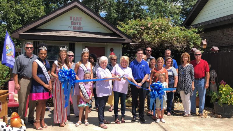 2019 08 02 hcoc ribbon cutting bark barn on main